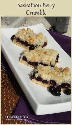 Saskatoon Berry Crumble Not everyone is familiar with the Saskatoon Berry, but they were an extremely important food for North American Aboriginals. Saskatoon Recipes, Saskatoon Berry Recipe, Yummy Treats, Sweet Treats, Yummy Food, Delicious Desserts, Dessert Bars, Dessert Recipes, Baking Desserts