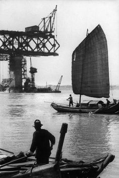 Marc Riboud, Building a bridge over the Chang jiang river with Soviet co-operation, China, 1957.