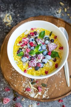 Turmeric Oatmeal gives your breakfast a super health kick. With it's anti-inflammatory properties, turmeric is a great addition to your diet. Try it out in this unique, delicious breakfast recipe!