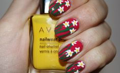 COMING UP DAISIES: nail art by Polish You Pretty. Click the photo for the full tutorial!