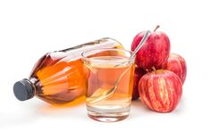 Apple cider vinegar has been used as a health tonic for thousands of years. Research shows it has many health benefits, such as lowering blood sugar levels. But can adding apple cider vinegar to yo… Apple Cider Vinegar Daily, Apple Cider Vinegar Remedies, Apple Cider Vinegar Benefits, Apple Cider Vinegar Hemorrhoids, Cold Remedies, Natural Home Remedies, Hair Remedies, Gastro Entérite, Home Remedies For Hemorrhoids