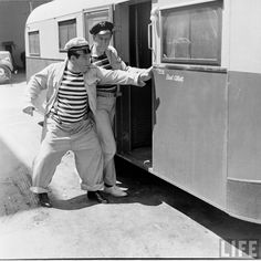 A behind the scenes shot of comic legends Bud Abbott and Lou Costello fighting to see who gets into Bud's trailer first during filming of the 1942 comedy classic, PARDON MY SARONG! Bud Abbott, Whos On First, Magazine Articles, Magazine Photos, Comedy Duos, Abbott And Costello, Classic Comedies, Laurel And Hardy, Life Magazine