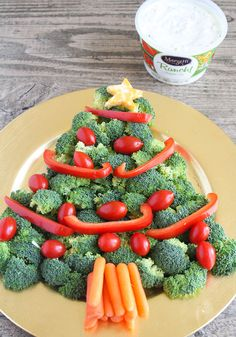 This Christmas tree veggie tray is simple and easy to make. The kids will love helping you arrange the veggies on the tray to make a fun Christmas tree shape that's perfect for the holidays. Dinner Party Appetizers, Christmas Appetizers, Appetizer Recipes, Christmas Snacks, Christmas Eve, Christmas Trees, Vegetarian Christmas Recipes, Holiday Recipes, Christmas Tree Veggie Tray