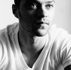 Jesse Williams Ohhh I loveeee him as Dr Avery on Grey's Anatomy Jesse Williams, Jackson Avery, Grey's Anatomy, Look At You, How To Look Better, Gorgeous Men, Beautiful People, Pretty People, He's Beautiful