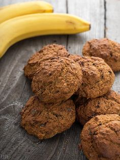 Banana cookies with peanut butter and dark chocolate - vegan recipe, . Vegan Sweets, Healthy Sweets, Healthy Cooking, Healthy Snacks, Baby Food Recipes, Vegan Recipes, Dessert Recipes, Desserts, Healthy Deserts