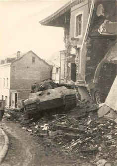 Tiger II, Stavelot streets