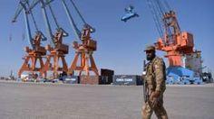 Image copyright                  AFP                  Image caption                                      El puerto paquistaní de Gwadar, en el extremo suroccidental del corredor, ya recibió cargamentos de China.                                Es un enorme y ambicioso proyecto de infraestructura y, si todo sale como está planeado, podría conducir a crear una