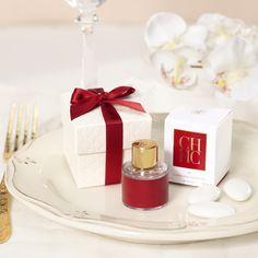 Perfume Carolina Herrera, Red Perfume, Perfume Packaging, Dolce E Gabbana, Flat Lay Photography, Perfume Collection, Aesthetic Vintage, Body Spray, Holiday Fashion