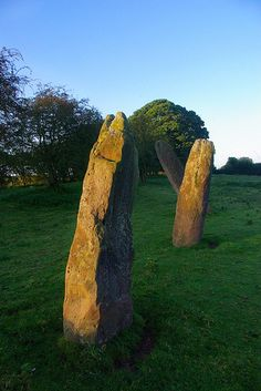 Trellech, The 'Harold Stones' are so called because they are said to commemorate the death of three British chieftains in battle with Harold of Wessex. However, they are much more ancient than that, being 3500 years old and erected in the Bronze Age.