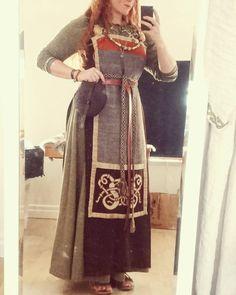 Outfit from earlier this week. ✌ ~ #viking #vikingwoman #northwoman #vikingoutfit #serk #aprondress #smokkr #handmade #vikingdesign