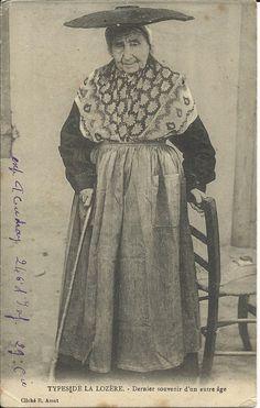 ITypes de la Lozère - Dernier souvenir d'un autre âge. Date : 1908 Editeur-Photographe : R. Amat - Ispagnac