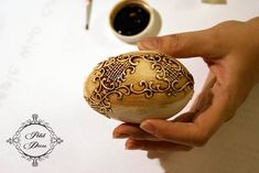 in russian but the pictures explain it pretty good Egg Crafts, Easter Crafts, Eggshell Paint, Egg Tree, Christmas Teddy Bear, Egg Designs, Faberge Eggs, Country Paintings, Egg Shells