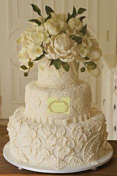 Bolo de casamento, assinado por Simone Amaral. www.instagram.com/simoneamaralofficial - www.fb.com/simoneamaralpatisserie - www.simoneamaralsweets.blogspot.com.br