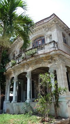 Abandoned in Granma, a province in Cuba.Wish we had homes like this abandoned in the U. Abandoned Property, Old Abandoned Houses, Abandoned Castles, Abandoned Buildings, Abandoned Places, Old Houses, Architecture Old, Beautiful Architecture, Beautiful Buildings