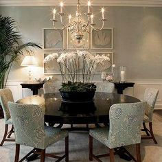 Elegant Grey Dining Room With Round Dining Table And Orchid Centerpiece Ideas Modern and sleek gray dining room ideas with nice table set Dining Room gray dining room paint colors. white and gray dining table. Shabby Chic Living Room, Interior Decorating, Interior Design, Decorating Ideas, Decor Ideas, Room Interior, Decorating Websites, Dining Room Inspiration, Layout Inspiration