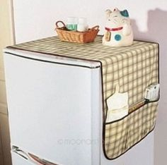 Refrigerator cover with pockets