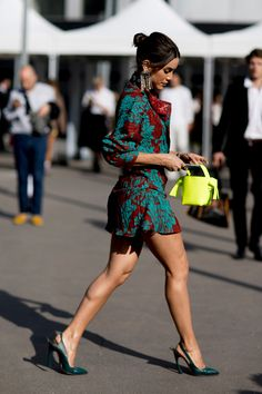 Try These Shoes If You Are Bored With Sandals : Best summer shoes not sandals enhance your style with an edgy touch Street Style Edgy, Street Chic, Street Style Women, Best Summer Shoes, Spring Fashion, Winter Fashion, Grunge, Body, Personal Style