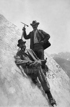 Gebirgstouren, Zwei Eiskletterer in der Schweiz, um 1912 ullstein bild - ullstein bild/Timeline #Schweiz #Climbing #Klettern #Berge #Bergsteigen #Eisklettern
