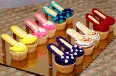 How adorable are these high heel cupcakes?! These would make a cute addition to a #wedding shower.