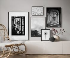 Find inspiration for creating a picture wall of posters and art prints. Endless inspiration for gallery walls and inspiring decor. Create a gallery wall with framed art from Desenio. Home Living Room, Living Spaces, Desenio Posters, Inspiration Wand, Window Poster, Picture Wall, Gallery Wall, Room Decor, House Design