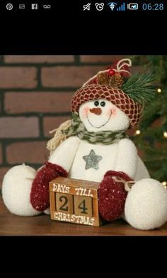 Primitive Snowman with Calendar with Red Hat - Jolly Snowmen! Each snowman wears black boots, a colorful toboggan hat and scarf! They have embroidered smiles Christmas Countdown, Felt Christmas, Christmas 2017, Christmas Snowman, Handmade Christmas, Christmas Holidays, Christmas Ornaments, Country Christmas, Snowman Decorations