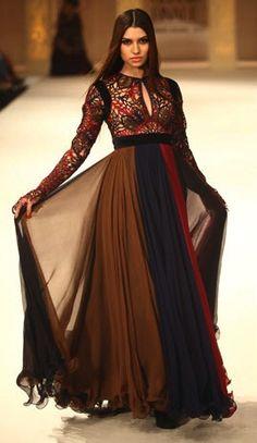 Abu Jani and Sandeep Khosla Top Elegant Wedding Dresses Collection India Fashion, Ethnic Fashion, Asian Fashion, Indian Attire, Indian Wear, Pakistani Outfits, Indian Outfits, Trajes Punjabi, Anarkali Dress