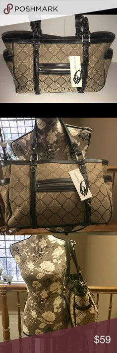 NWT 💥NINE WEST💥New large purse with 3 sections! NWT 💥NINE WEST💥New large purse with 3 sections! Nine West Bags Shoulder Bags