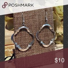 Round Silver Clover Shape Earrings Round Silver Clover Shape Earrings 155-01 Jewelry Earrings