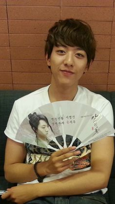 #JungShin gives a cute 'thank you' for love and support in his #tweet after #presscon of Blade #rice #wreath #ricecake #paperfan cr: http://cnbshin.wordpress.com/2013/07/01/tweetphototrans-jungshin-gives-a-cute-thank-you-for-love-and-support/