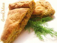 Υλικά 1 δόση σπιτική ζύμη σφολιάτας ή αλλο φύλλο ετοιμο (χωριάτικο, σφολιάτα κτλ) 1,5 κιλό σάρκα απο κολοκύθα (τριμμένη) 3 κρεμμύδια ξερά τριμμένα 4 φρεσκα κρεμμυδάκια 1/2 ματσάκι μαιντανό 1/2 ματσάκι ανηθο 1 κ.σ δυοσμο ξερό (ή φρεσκο αν έχετε) 200γρ.φετα 150 γρ.ανθότυρο 3-4 κ.σ ρεγκάτο 1 κεσέ γιαουρτι 3 κ.σ λάδι 2 κ.σ φρυγανιά [...] Spanakopita, Greek Recipes, Snacks, Ethnic Recipes, Food, Fat Burning, Drink, Plants, Appetizers