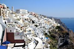 The island of Santorini is popular among billionaires and celebrities, so it's no wonder that backpackers and budget travellers often choose to leave it out of their itineraries. But this fear is completely unfounded - the island may cater to a wealthy clientèle, but it also has plenty of hostels,