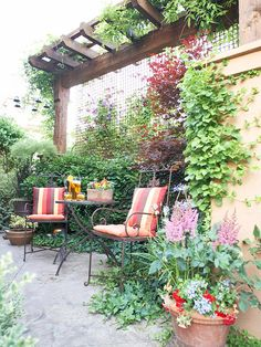 ✤ Landscaping Ideas for Privacy #7 - Create a Restful Nook Use plants to cocoon a garden spot. Trees often are used as a canopy over a quiet nook. Here a pergola serves the same purpose. In place of the heavy-duty look of wood, a delicate metal screen shields two chairs and a table.