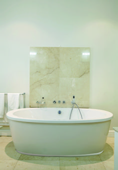 Renovate your bathroom with the Colorado bathtub. Its perfectly clean round lines makes this bath simply irresistible.