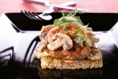 Salmon Burgers, Camembert Cheese, Chili, Waffles, French Toast, Breakfast, Ethnic Recipes, Food, Red Peppers
