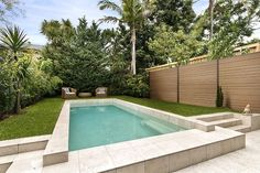 The choice to set a pool is unquestionably a huge one. Undoubtedly you and your loved ones were tinkering with a couple of pool thoughts for a while Desert Backyard, Small Backyard Pools, Swimming Pools Backyard, Large Backyard, Swimming Pool Designs, Outdoor Pool, Pool At Night, Kidney Shaped Pool, Low Maintenance Garden Design