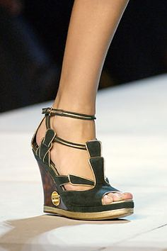 2fa3a1d04113 Spring 2004 Ready-to-Wear  13  Louis Vuitton  shoes Louis Vuitton