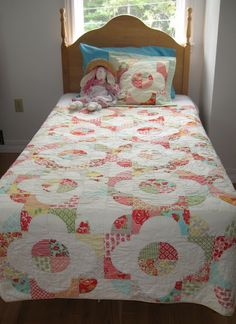 Moda Bake Shop: Dancing Daisies (A Drunkard's Path Quilt)
