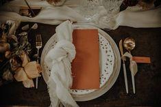 Greenhouse Inspiration am Stadtrand Roms Letterpress Wedding Stationery, Letterpress Printing, Stationery Design, Wedding Reception Tables, Wedding Centerpieces, Wedding Venues, Wedding Decorations, Gift Table, Sweetheart Table