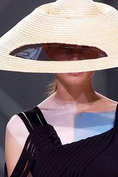 Yohji Yamamoto Spring 2004 Ready-to-Wear Collection Photos - Vogue