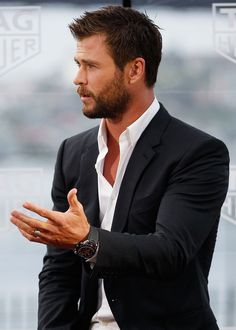 Has Chris Hemsworth Ever Looked This Good? No, No He Has Not Chris Hemsworth showed off his piercing blue eyes when he stepped out at the Australian launch of Heuer 01 at The Royal Botanic Gardens in Sydney, Australia, Chris Hemsworth Thor, Handsome Men Quotes, Handsome Arab Men, Strong Woman Tattoos, Beautiful Women Quotes, Hemsworth Brothers, Hair And Beard Styles, Hair Styles, Haircuts For Men