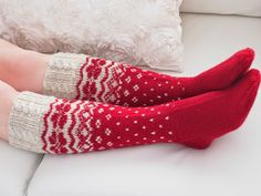 I need to get a better selection of sock yarns so I can make ones like this and other ones that ask for lots of colors.