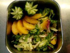 Juvankodilla salaatit tarjoillaan koristeiden kera!