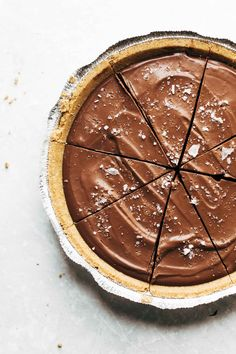 Mind-Blowing Vegan Chocolate Pie Recipe - Pinch of Yum Vegan Chocolate Pie Recipe, Vegan Pie, Chocolate Pies, Chocolate Recipes, Melted Chocolate, Vegan Fudge, Chocolate Pudding, Homemade Chocolate, Raw Vegan