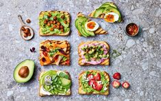 Avokado på nye måter | Bama Avocado Toast, Breakfast, Guacamole, Hamburger, Bacon, Grilling, Food, Cilantro, Red Peppers