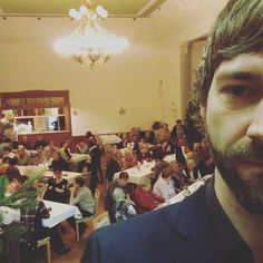 Mehr erzgebirgische Folklore geht nicht: #AbendImAdvent in Gablenz mit bestens vorbereitetem Moderator!