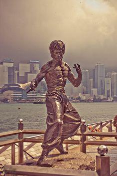 Bruce Lee by Bal Kang on Arte Bruce Lee, Bruce Lee Fotos, Martial Arts Movies, Martial Artists, Bruce Lee Workout, Bruce Lee Martial Arts, Jeet Kune Do, Hongkong, Brandon Lee
