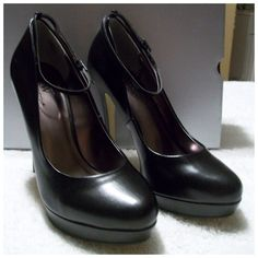 """HOST PICK X2Ankle StrapHeel 7.5M Black Platform Heel made by Worthington, NIB, This design has an ankle strap, Beautiful! The Heel measures 5"""" and the Platform is 1"""".  I have 2 pair listed in my closet Size 6M/7.5M  All three pairs are black same style.. And New In the Box! These would look great on you. Thank you for browsing my closet. Worthington Shoes Platforms"""