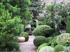 """Il faut voyager: """"La Louve"""" een sprookjesachtige tuin in Bonnieux"""