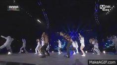 V dancing to GD X TAEYANG -  'GOOD BOY '+ 'FANTASTIC BABY' in MAMA 2014