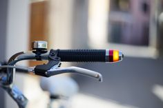 Similar to indicators on cars and motorbikes, WingLights by Luca Amaduzzi and Agostino Stilli, make cyclists more visible to oncoming traffic and pedestrians. WingLights fasten to your bike with magnets and work in all weather and raod conditions. They can also be easily detached for safety. #bike #bicycle #indicator #whyisit #safety #innovation #roadsafety
